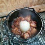 ダッチオーブンで豚肉と玉ねぎのコーラ煮