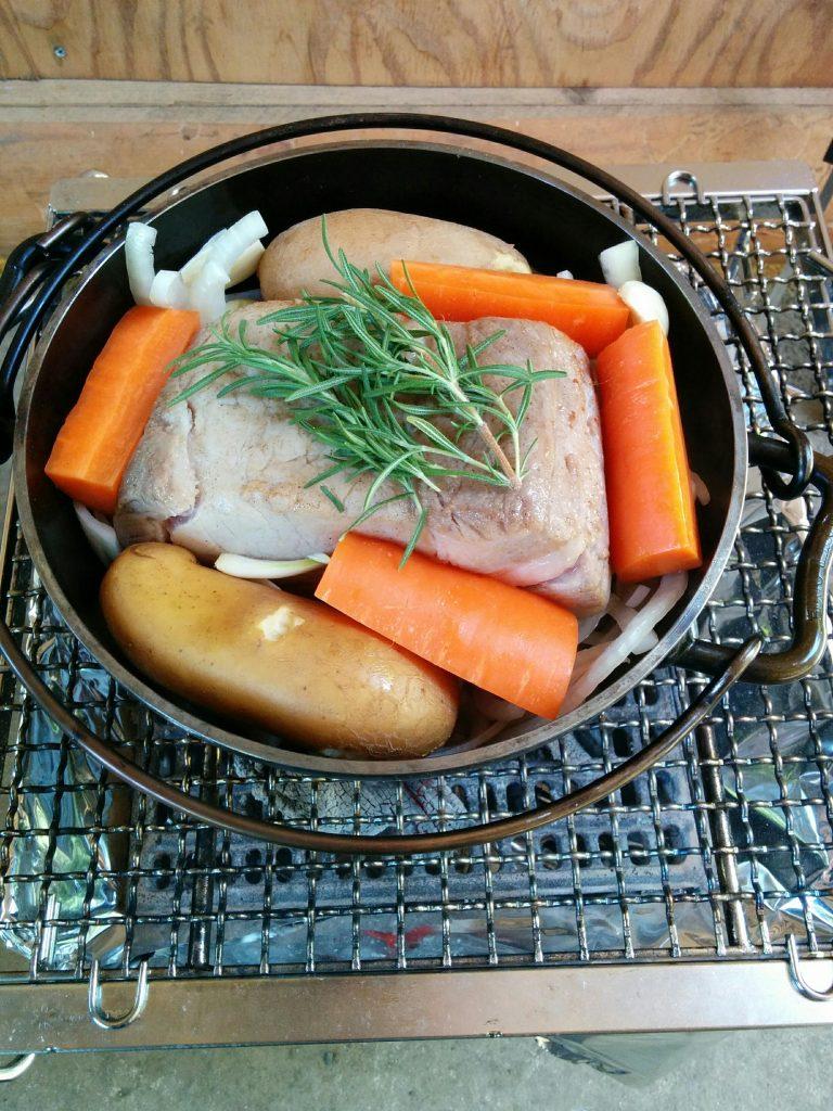 ダッチオーブンで豚肉のポットロースト