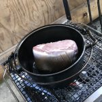豚肉に焼き色をつける