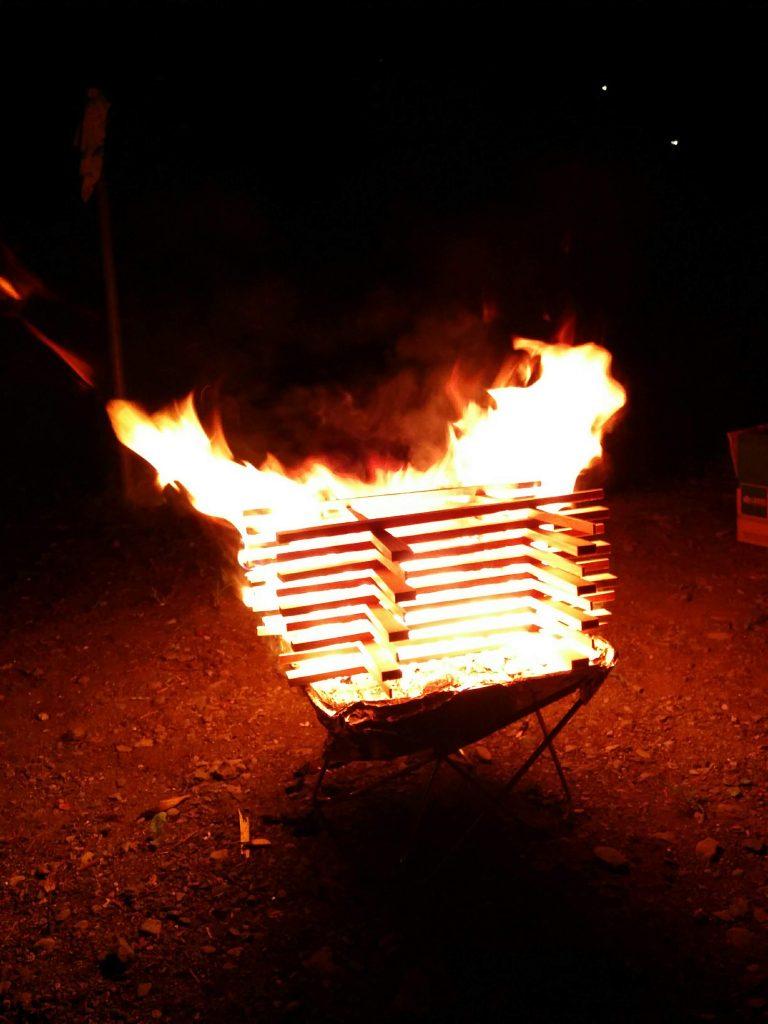 焚き火台でミニキャンプファイヤー