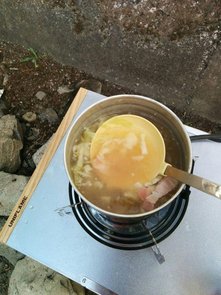 飯盒で作る野菜スープ